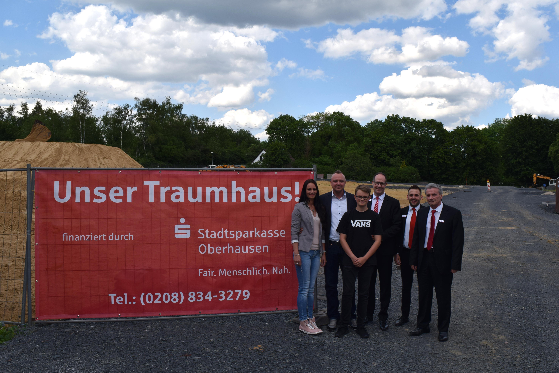 Eine neue Straße für Osterfeld – Familie Mucha aus Oberhausen baut im Hermann-Frye-Weg