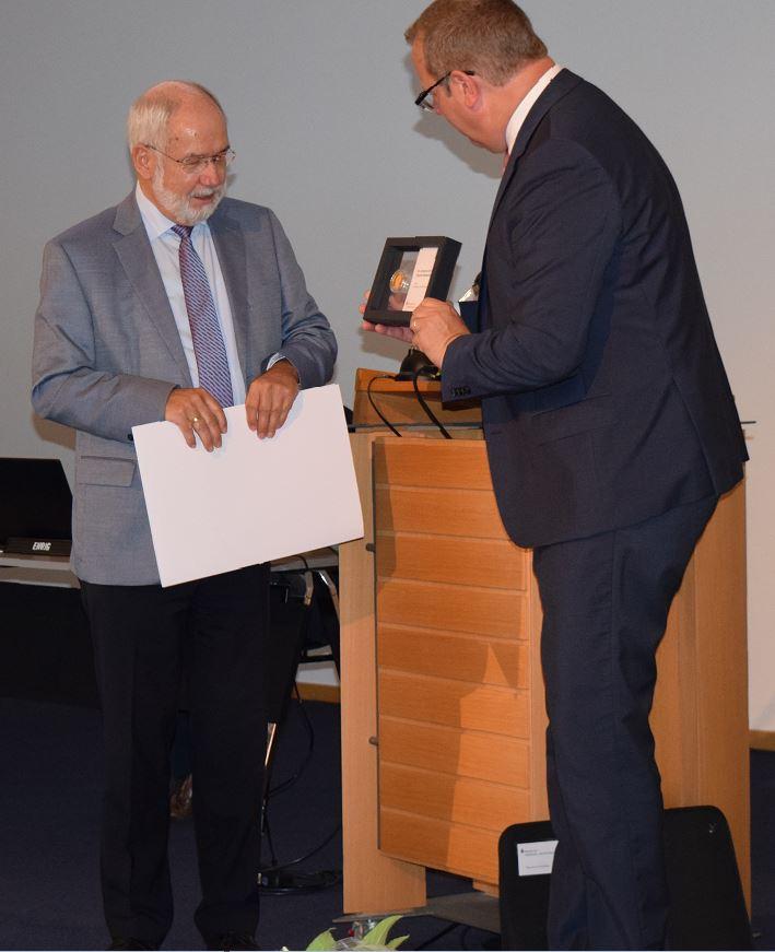 Höchste Auszeichnung der Sparkassenorganisation für Wolfgang Große Brömer